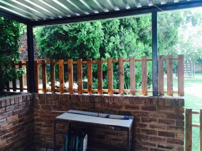 Pallet made garden gate and fences pallet furniture for Diy pallet fence gate