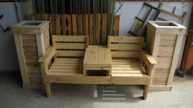 ... Double Seat Pallet Chair with Side Planters ... & Double Seat Pallet Wood Chairs | Pallet Furniture Projects.