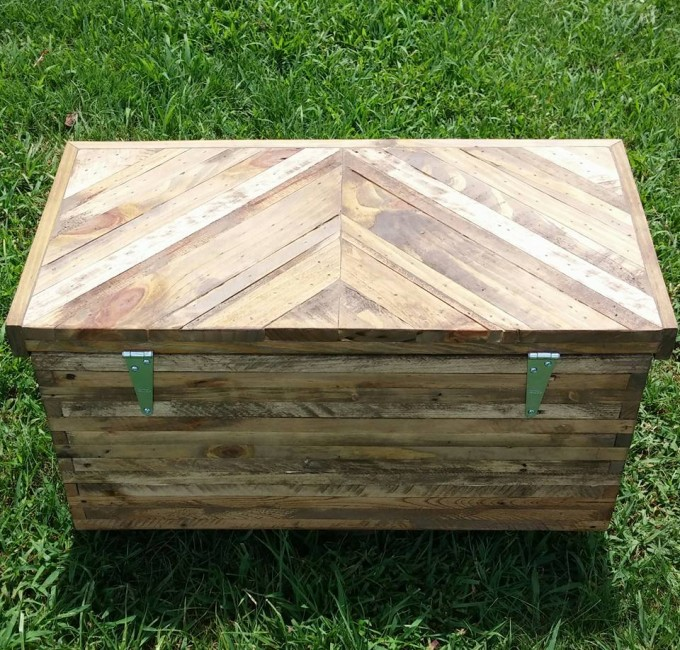 how to build a toy box out of pallets