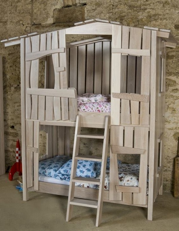 Kids bed houses out of pallets wood pallet furniture for Pallet furniture projects