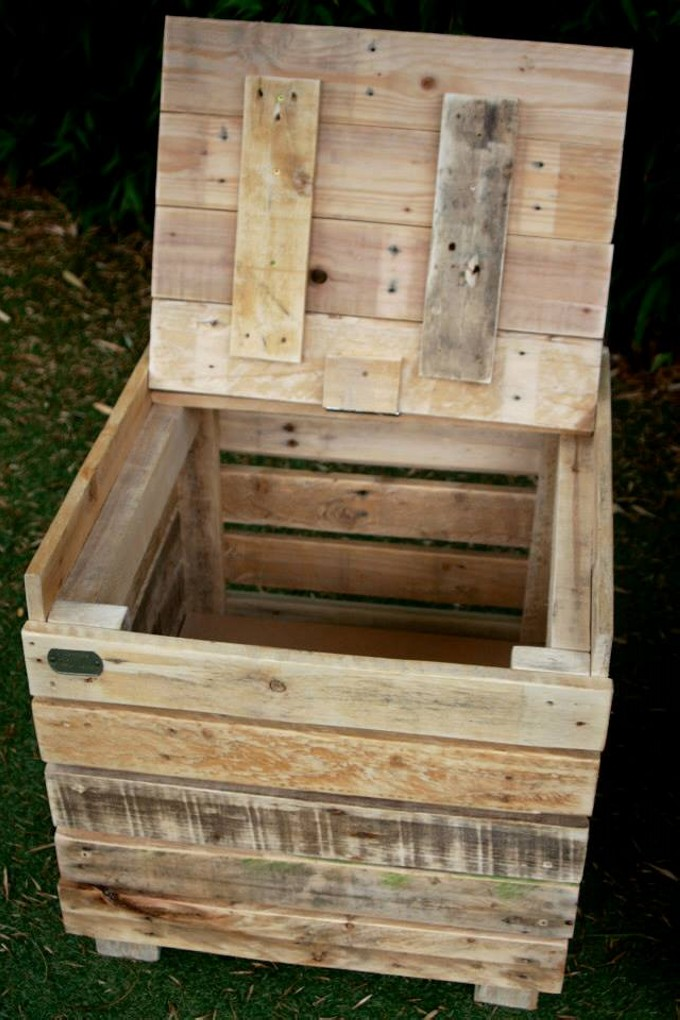 Reclaimed pallet wood storage benches pallet furniture for Reclaimed pallet wood projects