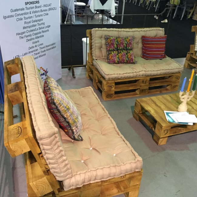 Living room pallets couch set pallet furniture projects for Pallet living room couch