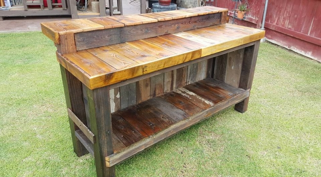 Reclaimed Pallet Wood Bar Table Pallet Furniture Projects : Pallet Bar Table Ideas from www.palletfurnitureprojects.com size 650 x 358 jpeg 55kB