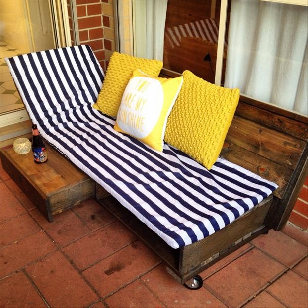 Pallet daybed plans pallet furniture projects for Outdoor pallet daybed