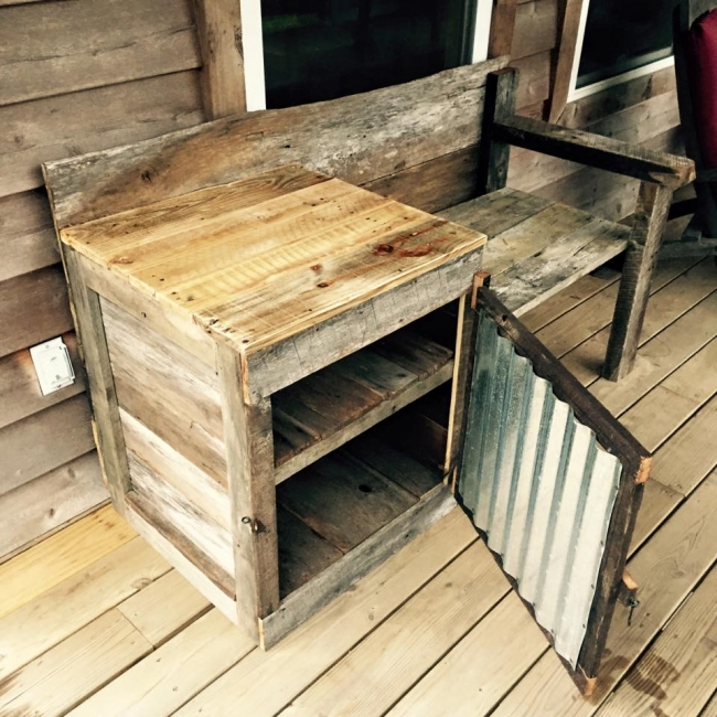 Pallet Telephone Bench | Pallet Furniture Projects.