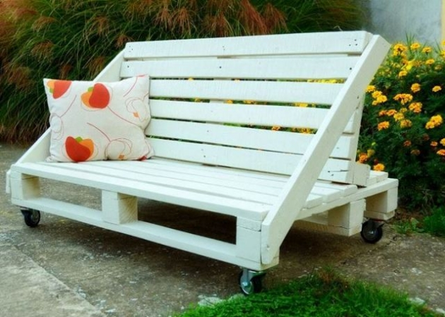 Pallet garden bench ideas pallet furniture projects - Naturewood furniture for both indoor and outdoor sitting ...