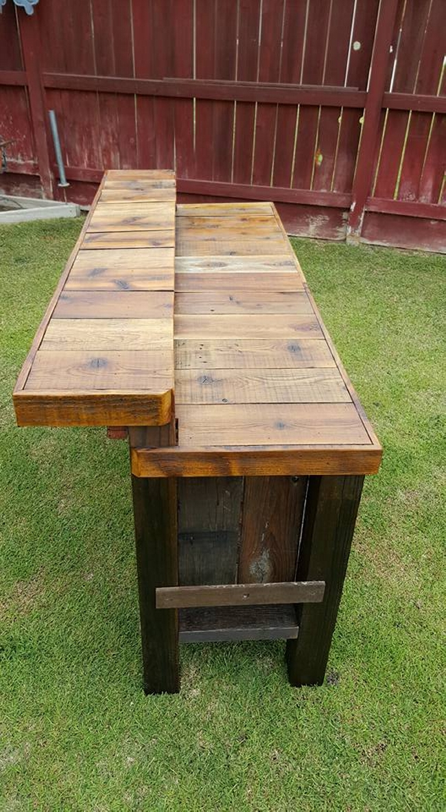 Reclaimed pallet wood bar table pallet furniture projects for Small outdoor table ideas