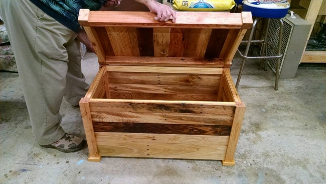 Wood Pallet Chest : Pallet Furniture Projects.