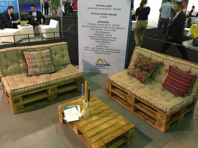 Living room pallets couch set pallet furniture projects for Living room furniture made out of pallets
