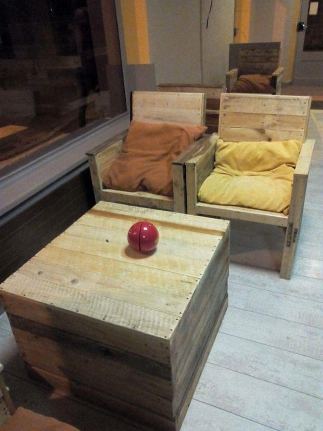 Pallet wood furniture for cafe bar pallet furniture for Pallet furniture bar