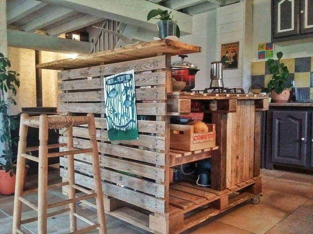 Pallet kitchen island pallet furniture projects for Kitchen set bekas