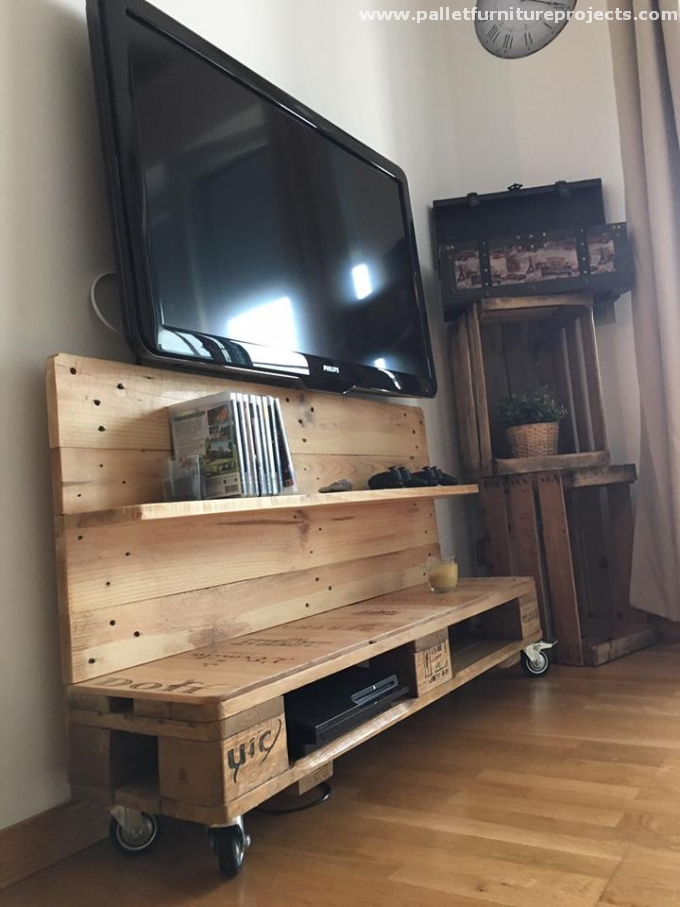 reused wood pallet tv stand with shelves pallet furniture projects. Black Bedroom Furniture Sets. Home Design Ideas