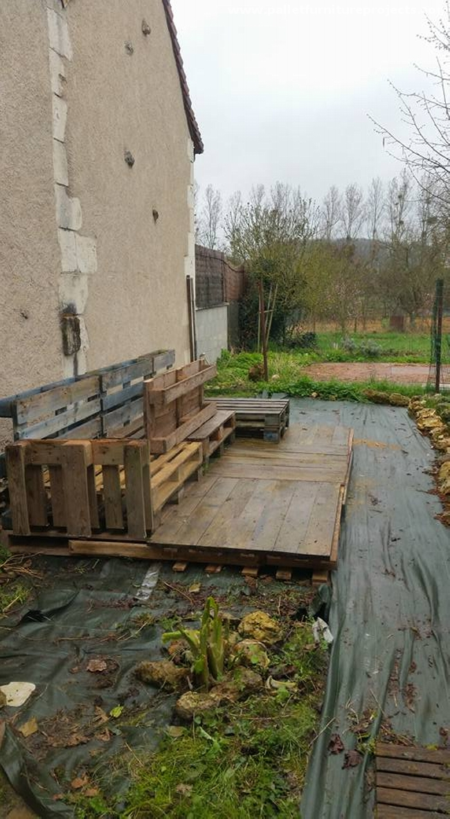 how to build a patio deck out of pallets