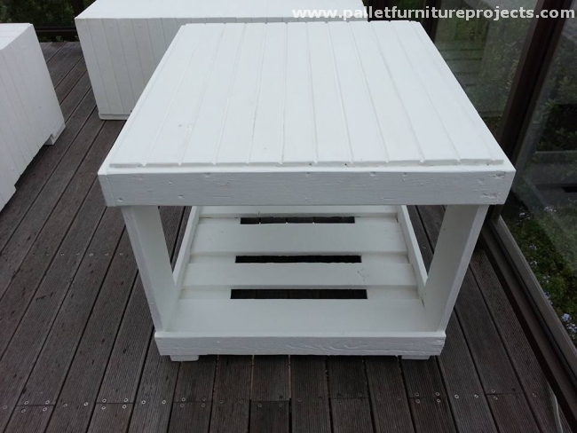 Pallet couches set with corner table pallet furniture for Pallet corner bench