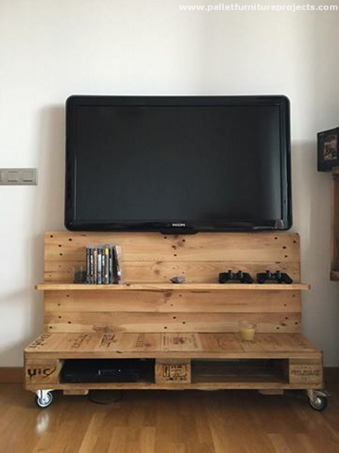 Reused Wood Pallet TV Stand With Shelves