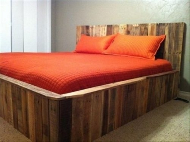 Diy pallet bed plans pallet furniture projects for Pallet bed frame with side tables