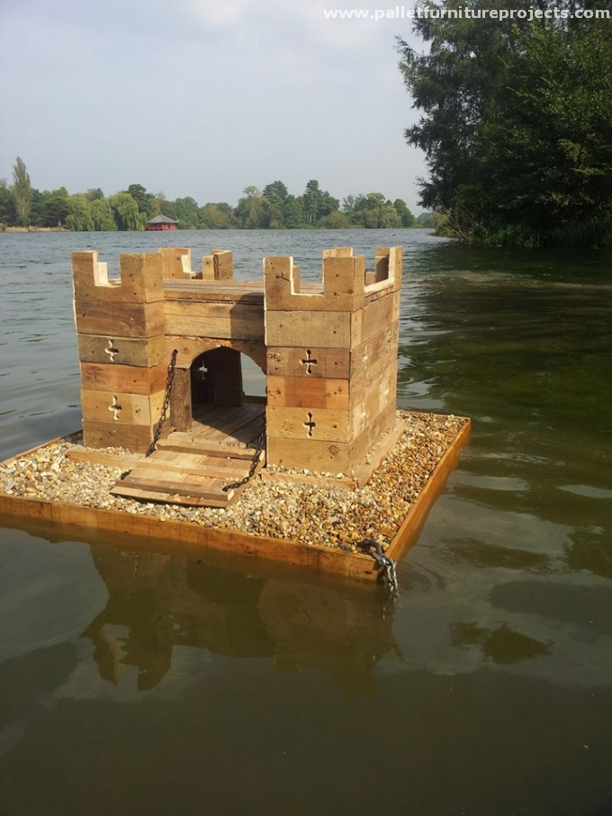 Duck island made from pallets pallet furniture projects for Pond made from pallets