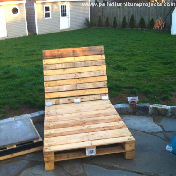 Ideas for wood pallet lounge chairs pallet furniture for Building a chaise lounge