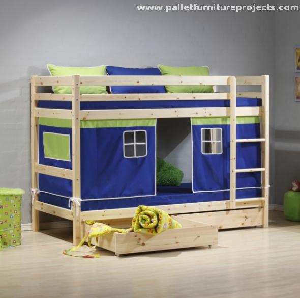 Reclaimed Pallet Bunk Bed