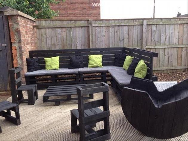 ... Wooden Pallet Outdoor Furniture Set