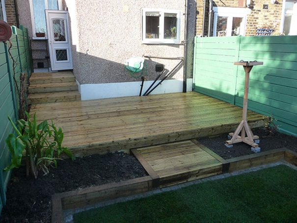 Wood pallet deck plans pallet furniture projects for Garden decking projects