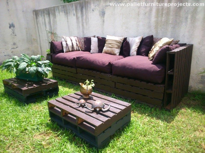 Patio garden pallet couch with coffee table pallet for Pallet patio sofa