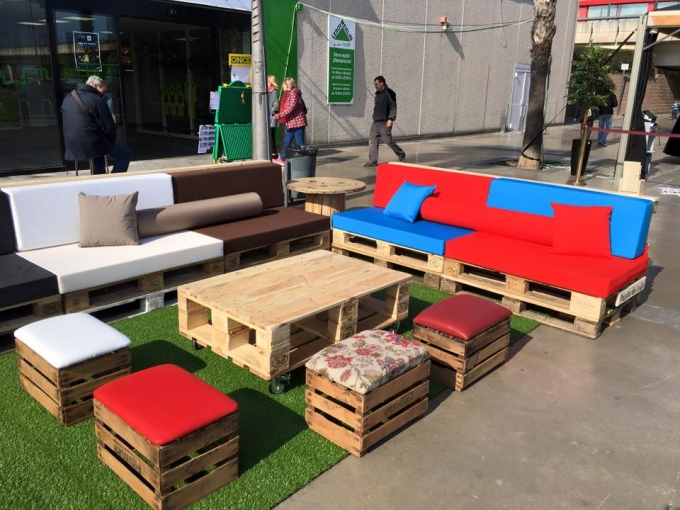 Furniture with pallets in leroy merlin spain pallet for Outdoor furniture spain