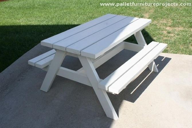 Pallet picnic table projects pallet furniture projects for Pallet picnic table plans