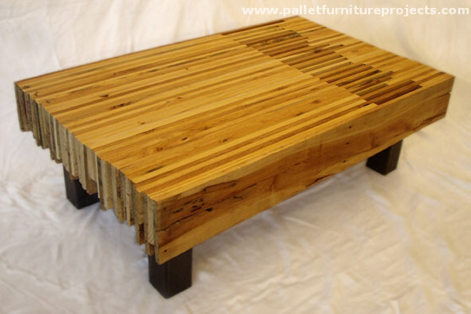 Upcycled pallet tables pallet furniture projects - Fabricacion de muebles de madera ...