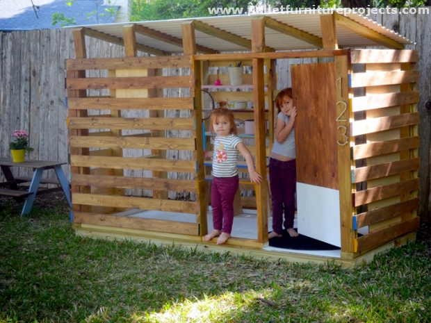 how to build a playhouse out of pallets