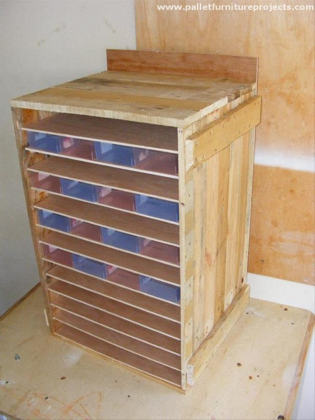 Pallet storage cabinet ideas pallet furniture projects for Storage box made from pallets