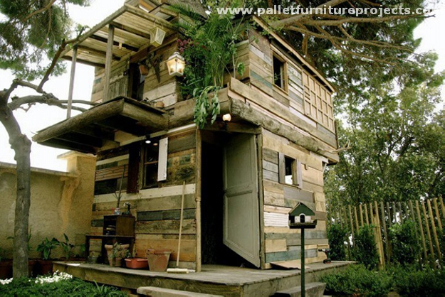 House Made By Waste Material Of Wood Pallet Tree Houses Pallet Furniture Projects