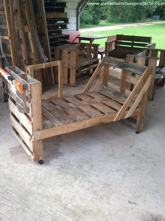 Pallet toddler bed ideas pallet furniture projects for Reusable wood