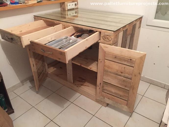 Pallets kitchen installations pallet furniture projects for Pallet kitchen island plans