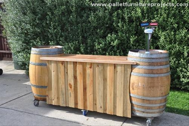 Recycled pallet outdoor bar ideas pallet furniture projects for Wood outdoor bar ideas