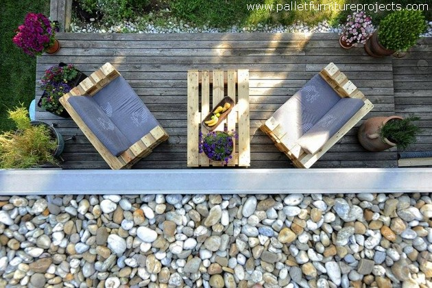 Furniture made with reused pallets wood pallet furniture - Reusing pallets in the garden ...