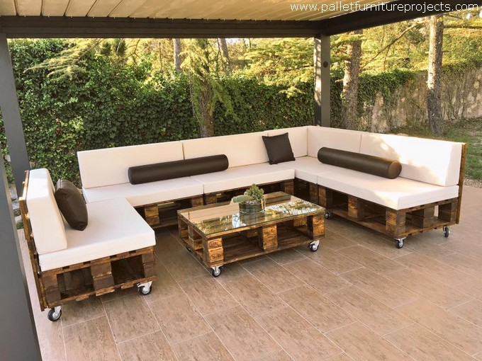 Beautiful pallet made sofa at pool pallet furniture projects - Sofas palets jardin ...