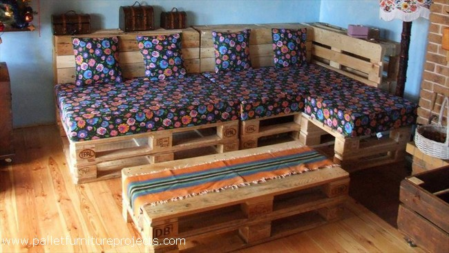 recycled wood pallet couch