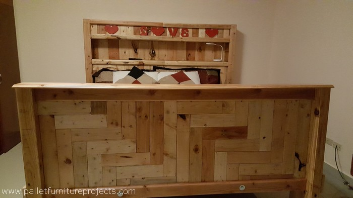 upcycled wood pallet bed