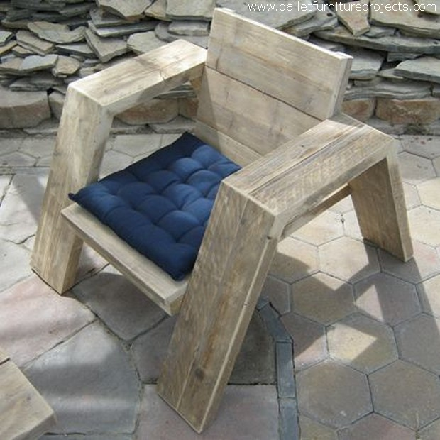 Shipping pallets recycled into furniture pallet furniture projects - Pallet stoel ...