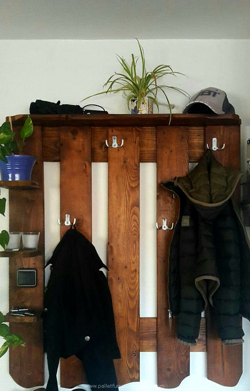 pallet hanging shelf idea