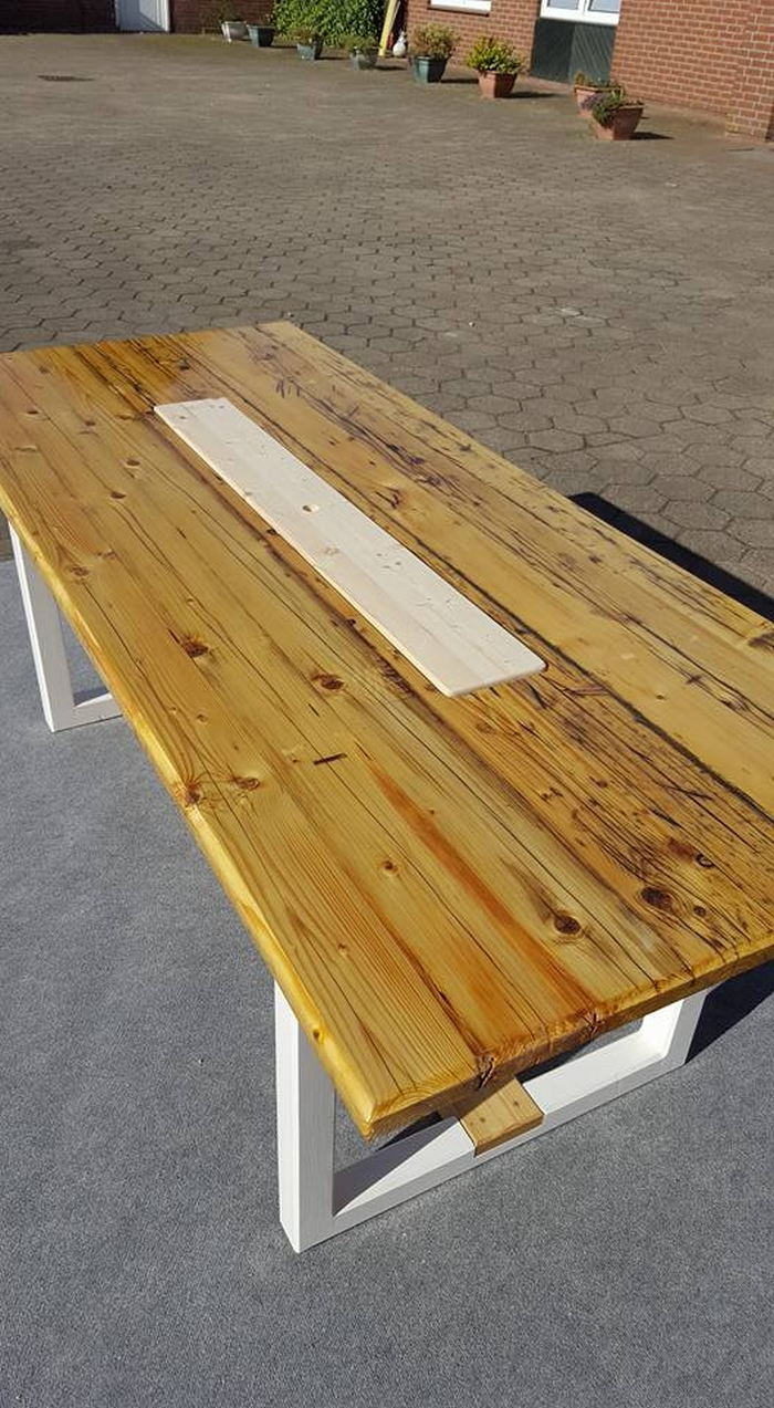 Recycled wooden pallet table pallet furniture projects for Reusable wood