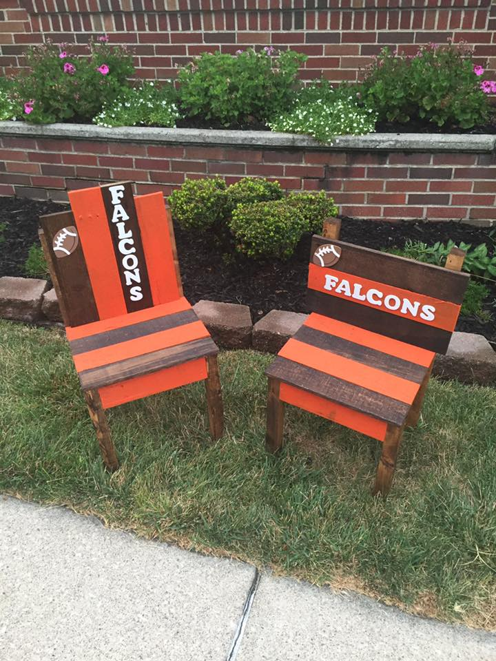 Wood pallet sports team chairs furniture projects