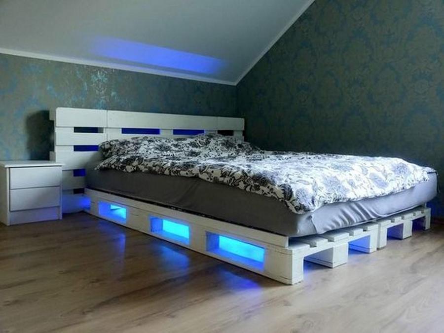 repurposed wood pallet bed