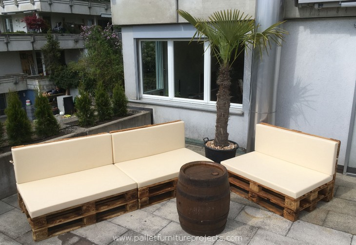 upcycled pallet couches