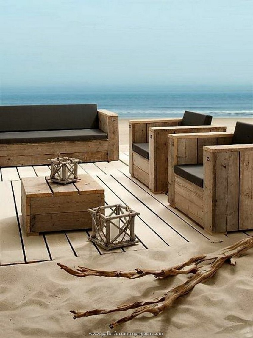 Furniture made with recycled wooden pallets pallet for Sofa de palets exterior