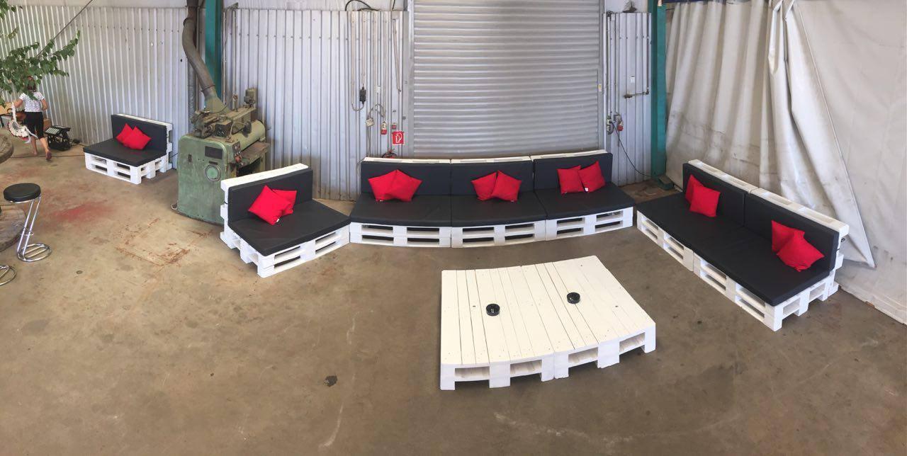 19 Repurposed Wooden Pallet Sofa Plan Cushioned