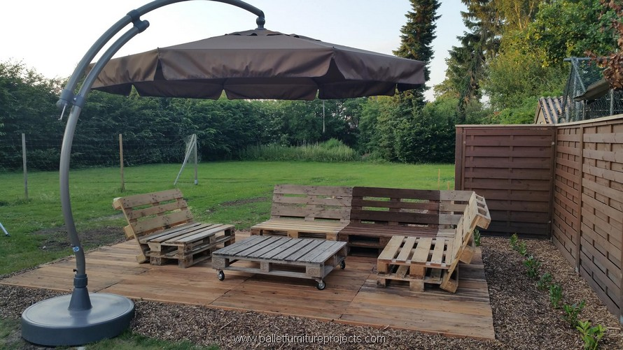 patio seating arrangement with pallets