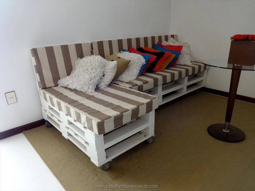wooden pallet couch idea