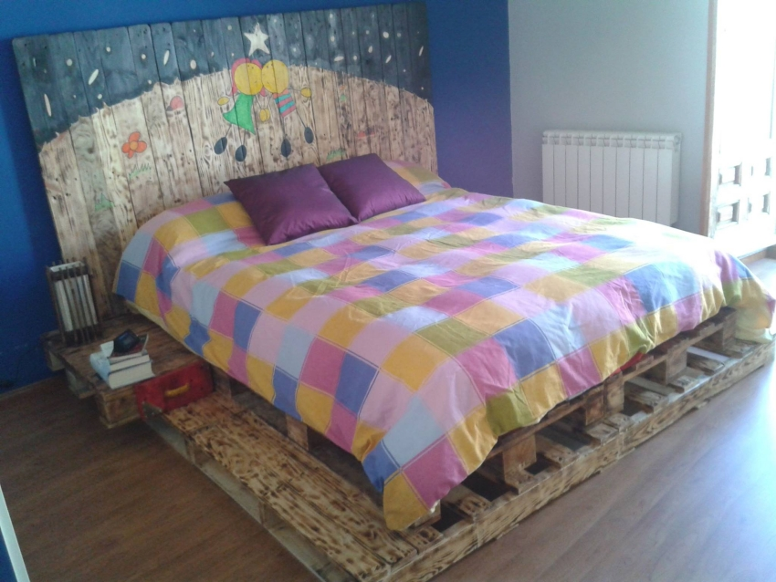 Queen Bed Out Of Wooden Pallets Pallet Furniture Projects
